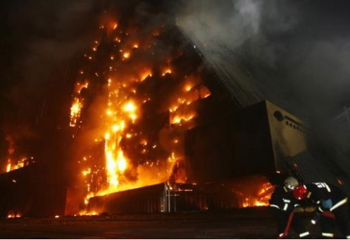 Fire literally consumes the Mandarin Hotel in Beijing with no collapse.